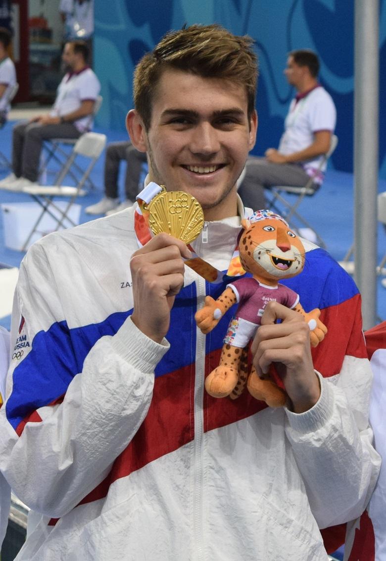Вот такой он, герой Будапешта, обладатель трёх золотых и серебряной медали, 20-летний заслуженный мастер спорта, москвич Климент Колесников.